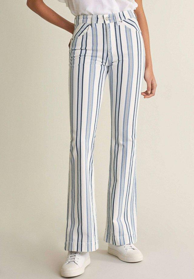 SECRET GLAMOUR PUSH   - Flared Jeans - weiß