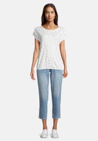 Betty & Co - Print T-shirt - weiß - 1