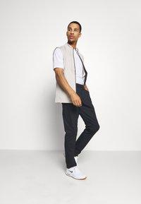 Nike Golf - DRY VAPOR - Funkční triko - white/white - 1
