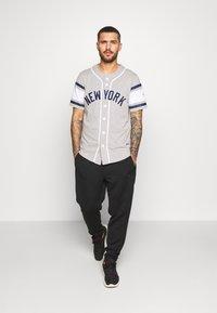 Fanatics - MLB NEW YORK YANKEES ICONIC FRANCHISE SUPPORTERS  - Club wear - grey - 1