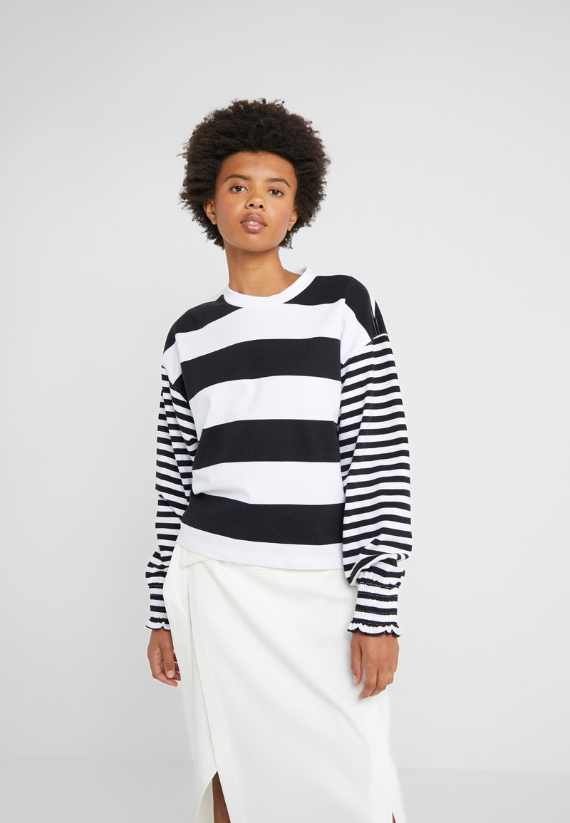 Opening Ceremony - CROPPED STRIPE - Long sleeved top - black/white