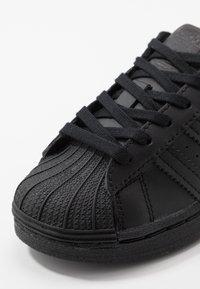 adidas Originals - SUPERSTAR UNISEX - Trainers - core black - 2