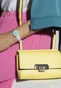 Swatch - DE TRAVERS - Reloj - blue - 2