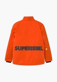 SuperRebel - SUSTAINABLE PLAIN UNISEX - Snowboard jacket - neon orange - 2