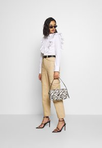 Who What Wear - THE UTILITYPANT - Trousers - sand - 1