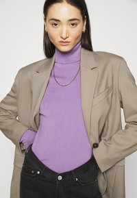 Weekday - KIRSTEN TURTLENECK - Jumper - milky purple - 3