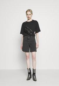 Monki - ABELA - T-shirt basic - black dark - 1