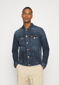 Tommy Jeans - REGULAR TRUCKER JACKET - Denim jacket - denim dark - 0