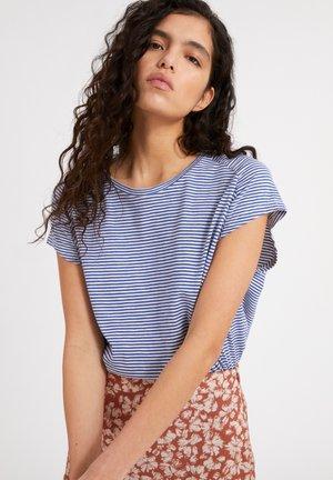 OFELIAA PRETTY - Print T-shirt - deep ultramarine oatmilk