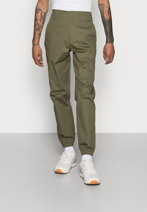 TWILL JOGGER - Chinot - military green