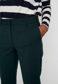 KIOMI TALL - Pantalon classique - scarab - 5