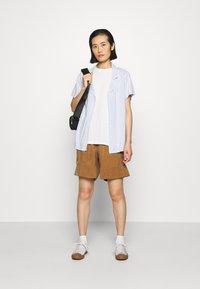 ARKET - SHORT - Shorts - beige dark - 1
