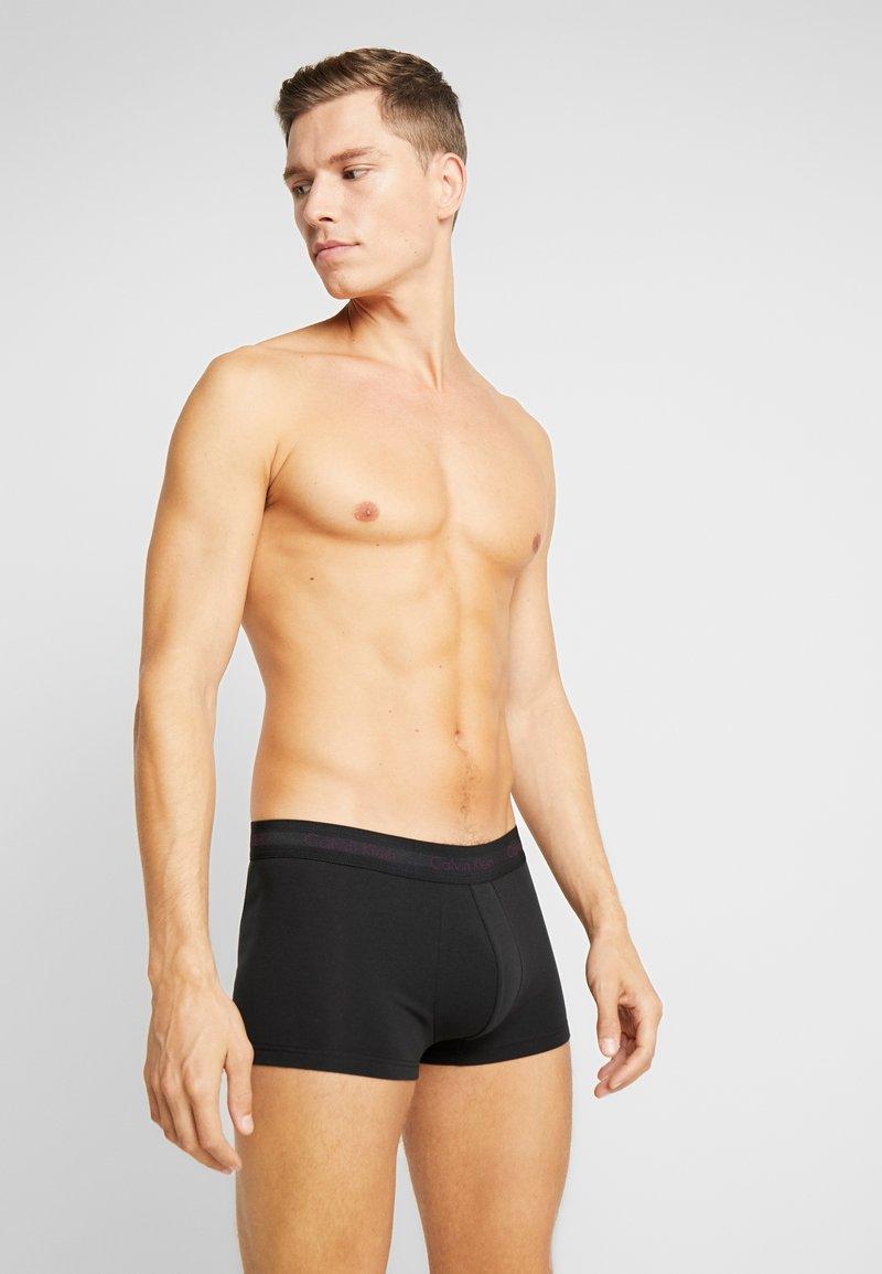 Calvin Klein Underwear - LOW RISE TRUNK 3 PACK - Pants - black