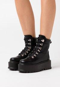 Koi Footwear - VEGAN HYDRA - Platåstövletter - black - 0