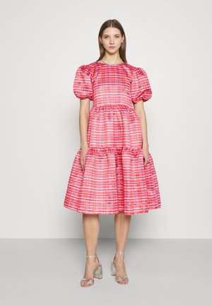 TIERED MIDI DRESS - Hverdagskjoler - red/pink