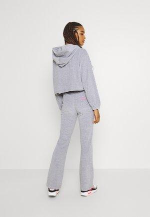 NOSTALGIC VELOUR ZIP UP CROPPED HOODIE - Sweatshirt - grey