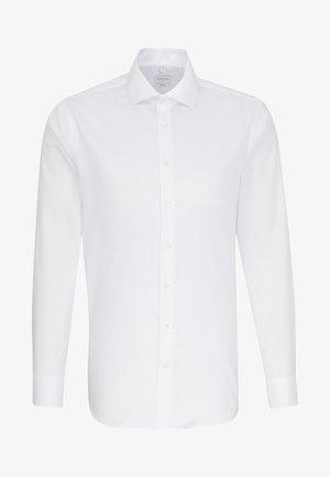 SHAPED FIT - Business skjorter - white