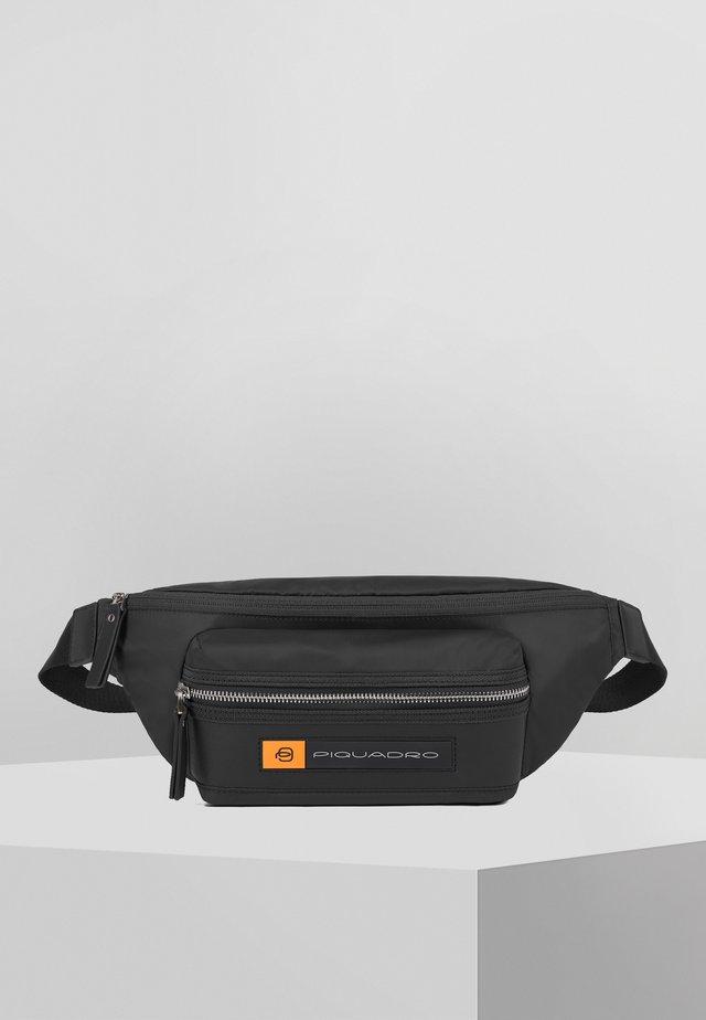PIQUADRO PQ-BIOS GÜRTELTASCHE LEDER 33 CM - Bum bag - black