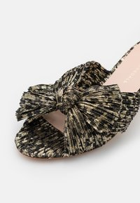 Loeffler Randall - EMILIA PLEATED KNOT MULE - Pantofle na podpatku - black/champagne - 6
