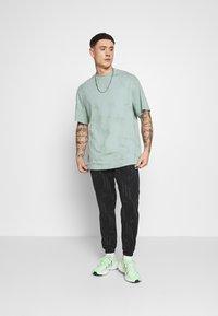 adidas Originals - MONO - Teplákové kalhoty - black/boonix - 1