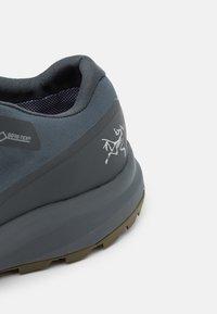 Arc'teryx - AERIOS FL GTX M - Hiking shoes - cinder/bushwack - 5