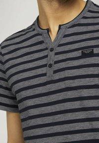TOM TAILOR - Camiseta estampada - blue white stripe - 3
