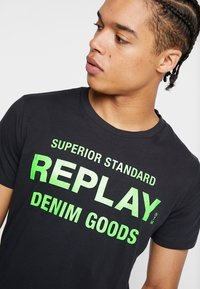 Replay - T-shirt med print - blue grey - 4