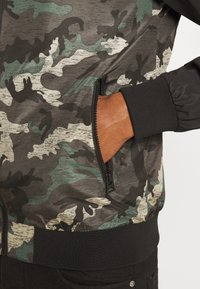 Brave Soul - BLAIR - Bomber Jacket - khaki/charcoal/black - 5