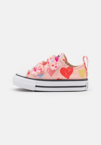 CHUCK TAYLOR ALL STAR HEARTS  - Tenisky - storm pink/natural ivory/white