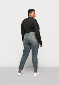 Missguided Plus - DISTRESSED TURN UP - Relaxed fit jeans - blue - 2