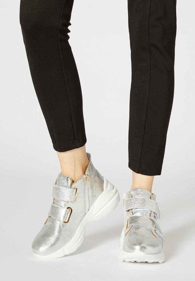faina - High-top trainers - silver