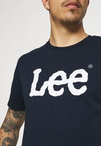 Lee - WOOBLY  TEE - T-shirt con stampa - navy drop - 3