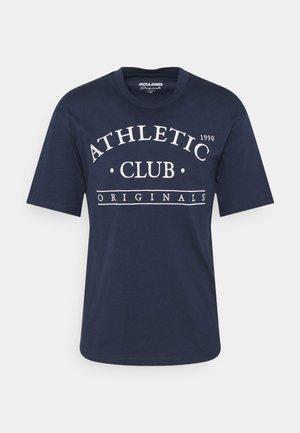 JORTOBIAS TEE CREW NECK FRONT BIG UNISEX  - Print T-shirt - spellbound