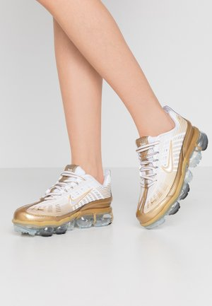 AIR VAPORMAX 360 - Sneakersy niskie - white/metallic gold/black/metallic silver