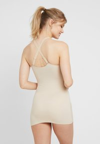 Maidenform - SHAPING CAMISOLE COVER YOURBASES - Shapewear - nude - 2