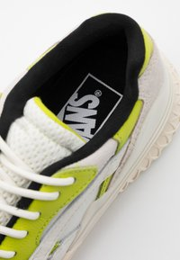 Vans - CITY  - Sneakers - marshmallow/lime - 5