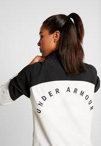 Under Armour - WOVEN ANORAK - Träningsjacka - onyx white/black - 4