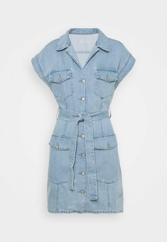 THE JOE SAFARI DRESS - Vestito di jeans - light blue