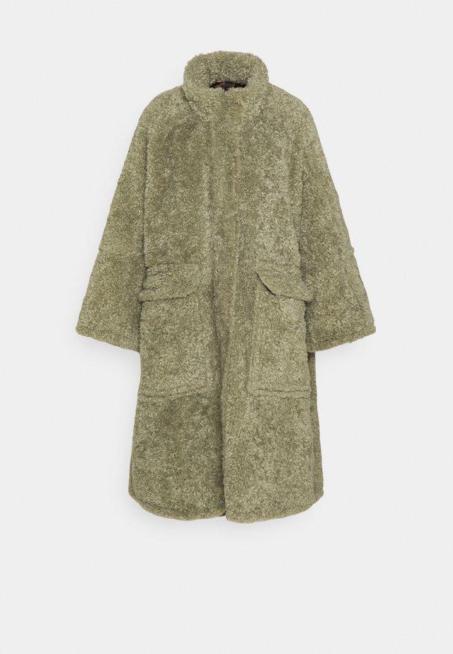 L-TAKY JACKET - Zimní kabát - green