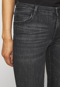 Guess - ULTRA CURVE POWER - Jeans Skinny Fit - hardha - 5