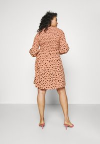 Glamorous Curve - SMOCKED BUBBLE SLEEVE DRESSES WITH ROUND NECK - Denní šaty - peach - 2