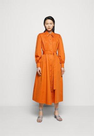 ARTIST DRESS - Košilové šaty - tuscan orange