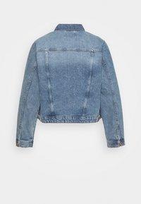 Pieces Curve - PCLOU  - Denim jacket - light blue denim - 1