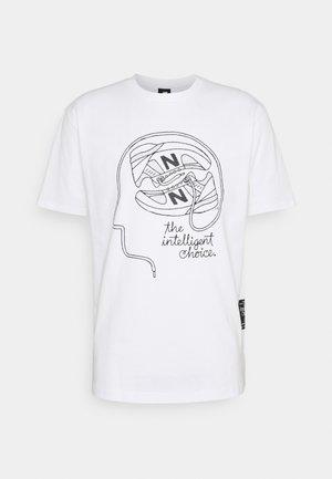 ATHLETICS DELORENZO SHOE TEE - Print T-shirt - white