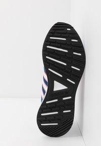 adidas Originals - RETROSET - Trainers - blue/footwear white/solar red - 4