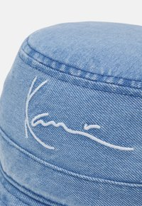 Karl Kani - SMALL SIGNATURE BUCKET HAT - Hat - blue - 3