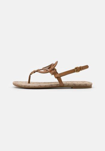 JERI - Sandály s odděleným palcem - light saddle/stone