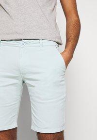 Bruuns Bazaar - DENNIS POUL - Shorts - ice - 3