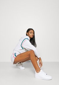 Nike Sportswear - Sports shorts - birch heather/black - 3