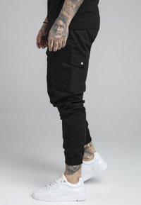 SIKSILK - FITTED CUFF PANTS - Pantalones cargo - black - 4